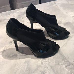 Donald j pliner black patent open toed heels